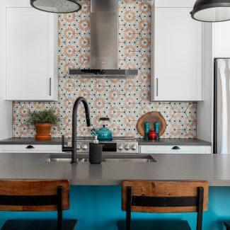 Projet Rochfort- Laurie Bonin réalisé par Ateliers Jacob. Il s'agit d'une cuisine de style contemporain.